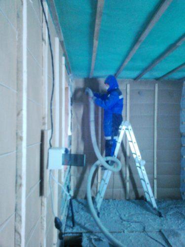 Сухой монтаж эковаты в полость стену